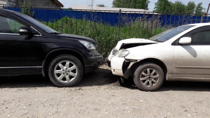 Столкнулись лоб в лоб: водитель Honda отвлёкся на собаку и столкнулся с другой иномаркой