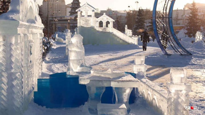Одна Снегурка изо льда, вторая — из стеклопластика: каким будет ледовый городок — 2019 в Тюмени