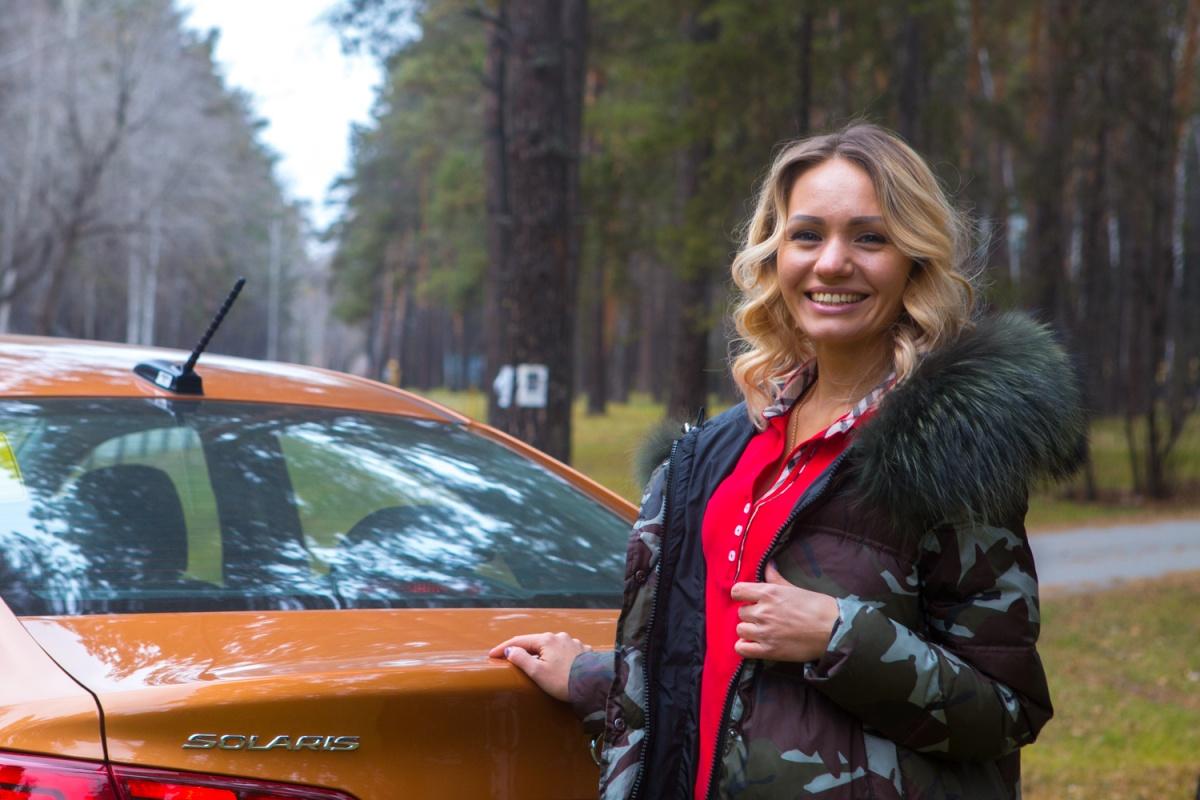 Девушка месяца: инженер Оля и сверкающий «Солярис» (фоторепортаж)