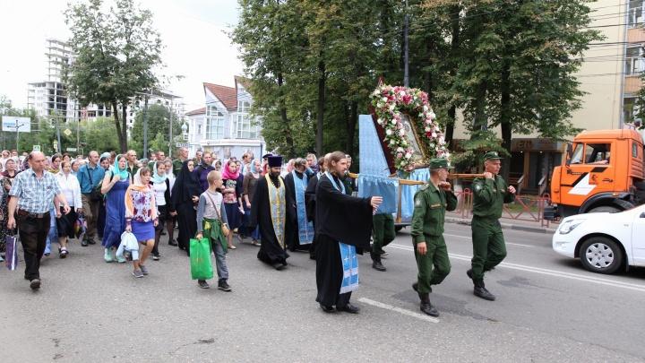 Православные парализовали движение в Ярославле: куда не соваться на машине