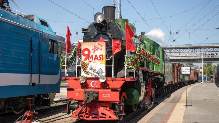 Как в Ростове встретили ретропоезд «Победа» — фоторепортаж 161.RU