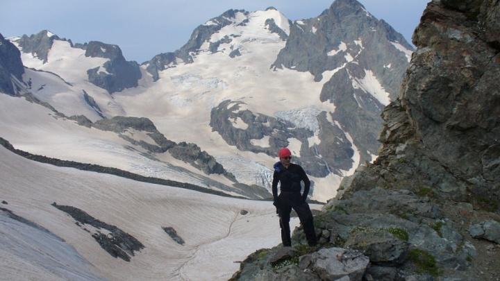 «Были сильный камнепад и непогода»: спасатели сняли с Эльбруса тело погибшего волгоградского туриста