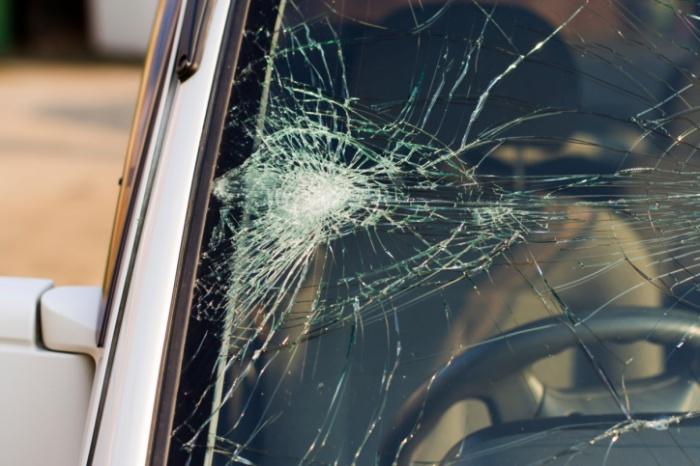 На трассе 6-летняя девочка выскочила на дорогу под колеса внедорожника
