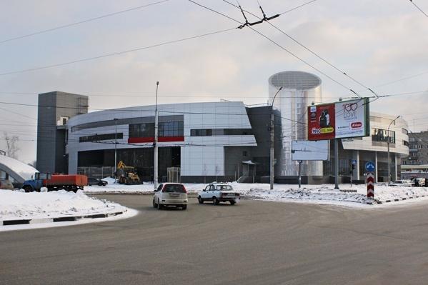 """Эвакуация прошла в торговом центре, который работает в здании <nobr class=""""_"""">№ 2/2</nobr> на проспекте Дзержинского"""