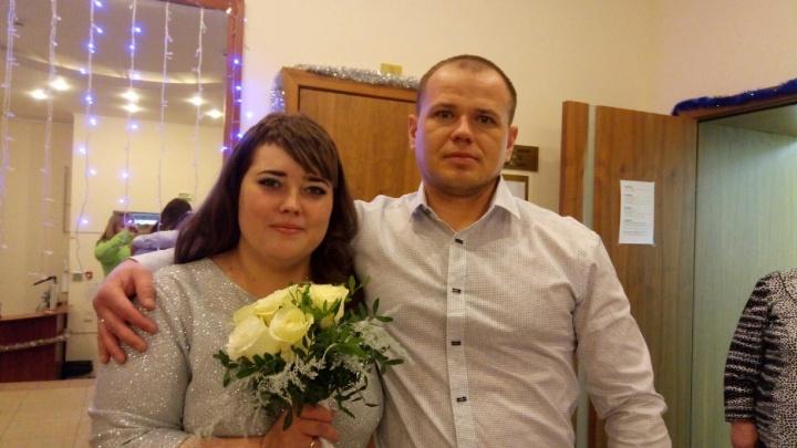 «Под бой курантов»: на Южном Урале в последний день уходящего года сто пар сыграли свадьбы