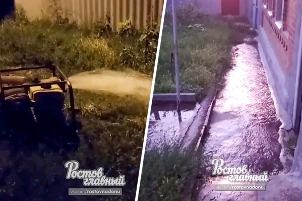 Жители жалуются, что вода затопила весь переулок