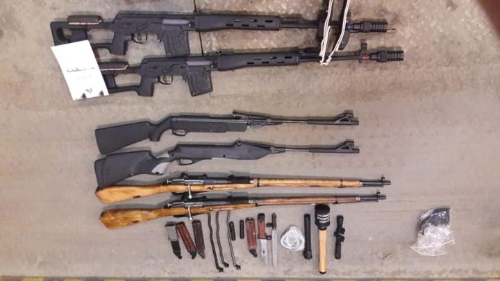 Убойный винтаж: челябинские пограничники задержали контрабанду со старинным оружием