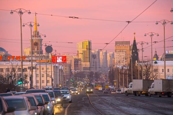 Солнце в ближайшие дни будет не только украшать город, как на этой фотографии, но и согреет его