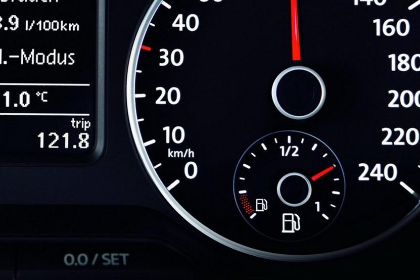 Аналоговые индикаторы остаточного топлива не отличаются высокой точностью