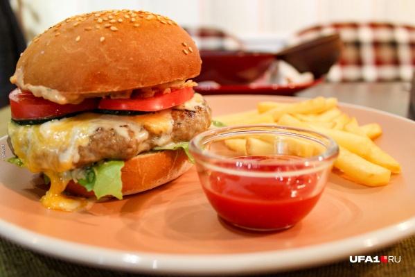 «Гвоздем» обеда стал классический бургер