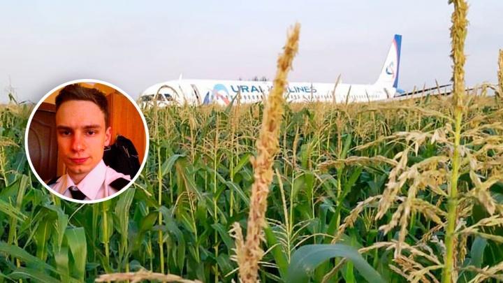 Второй пилот севшего в кукурузном поле самолета Георгий Мурзин попал в больницу