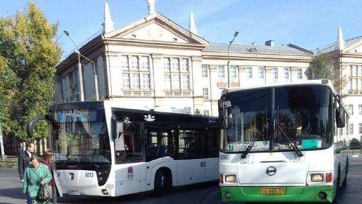 В Ростове на площади Народного ополчения столкнулись два автобуса