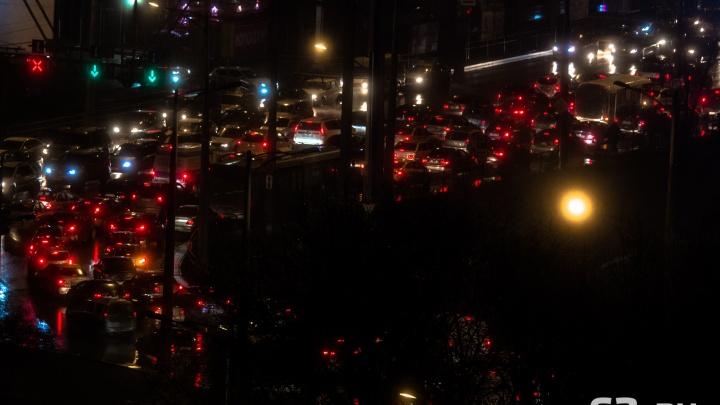 «Путь в 2,5 часа»: въезд в Самару опять сковала пробка
