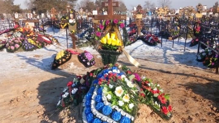 «Раскапывать не будем»: в Волгограде тайком похоронили человека под фамилией 92-летней пенсионерки
