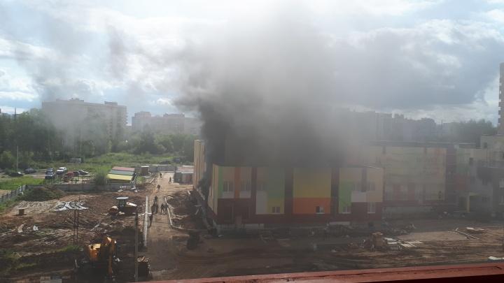 Строители рассказали, что загорелось в строящемся детском саду в Ярославле