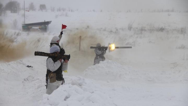 Разгромили противника из реактивных огнемётов: военные ЦВО устроили стрельбу на Рощинском полигоне