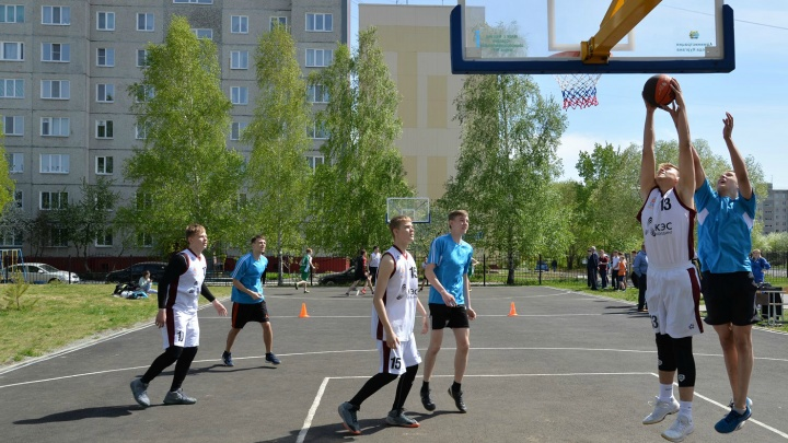 В Заозёрном появилась уличная баскетбольная площадка