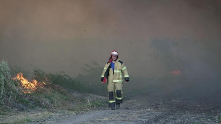 В Ростове на левом берегу Дона снова загорелся камыш