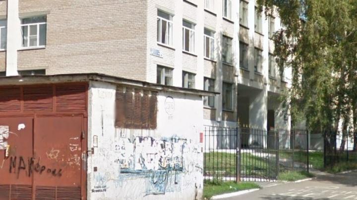 «Осеннее обострение»: челябинка устроила дебош в школе, требуя отдать ей сына