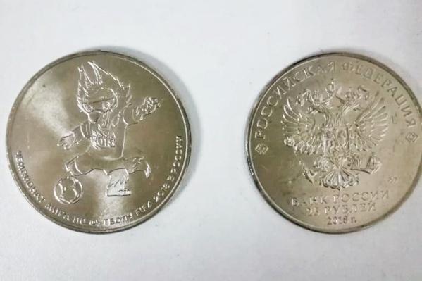 К чемпионатамира пофутболу FIFA 2018года Банк России выпустил ещё четыре серебряные монеты номиналом 3рубля и золотую монету номиналом 50рублей