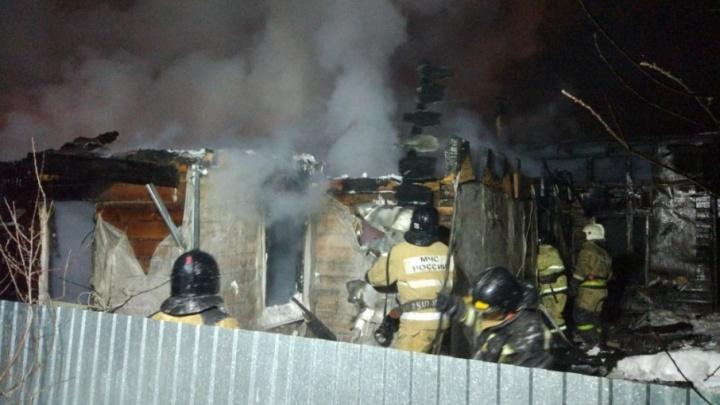 В Уфе ночью сгорел двухэтажный дом