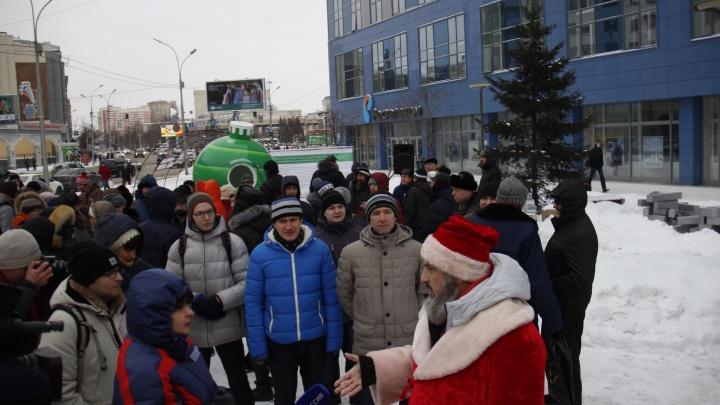 Митинг протеста против концессий возглавил Дед Мороз