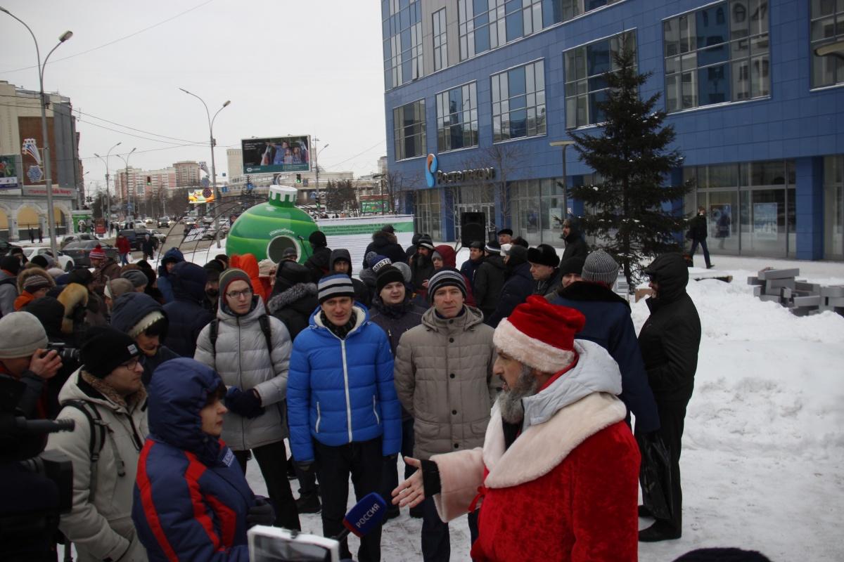 Митинг собрал порядка 70 человек с учётом общественников, блогеров, журналистов и полицейских