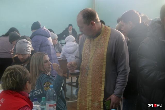 В штабе в Магнитогорске священнослужители уже оказывают помощь