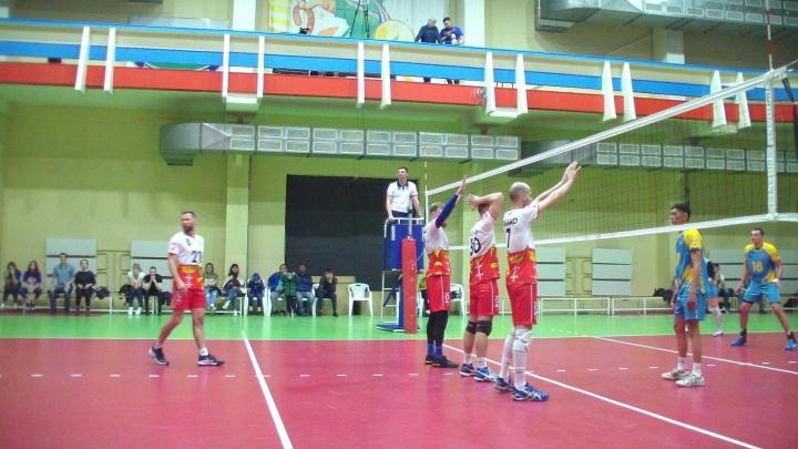 Международный турнир по волейболу в Новосибирске: за кубок сражаются семь стран и одна область