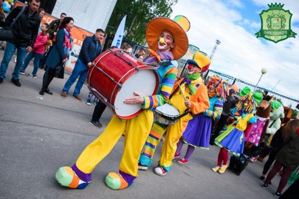 В парке Горького состоится танцевальный фестиваль. А откроют его клоуны
