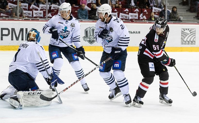 После 32 сыгранных матчей черно-белые имеют в активе 29 набранных очков и занимают десятое место в Восточной конференции КХЛ