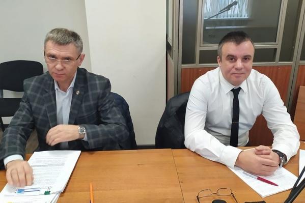 Алексей Манукин (справа) со своим адвокатом Юрием Логиновым