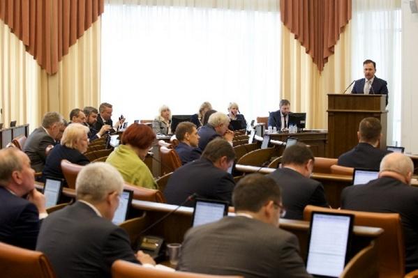 О доходах отчитались 50 депутатов