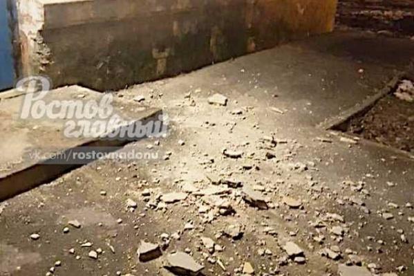 С дома на Нагибина сыпятся камни