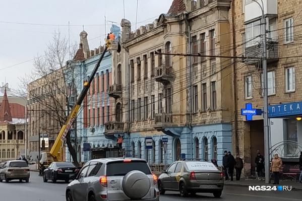 В администрации не помнят, в каком году здание было такого цвета, но утверждают, что он — исторический