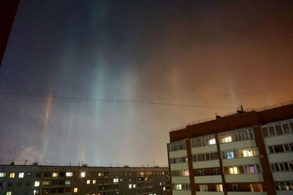 Свечение появилось в небе примерно в 11 часов вечера