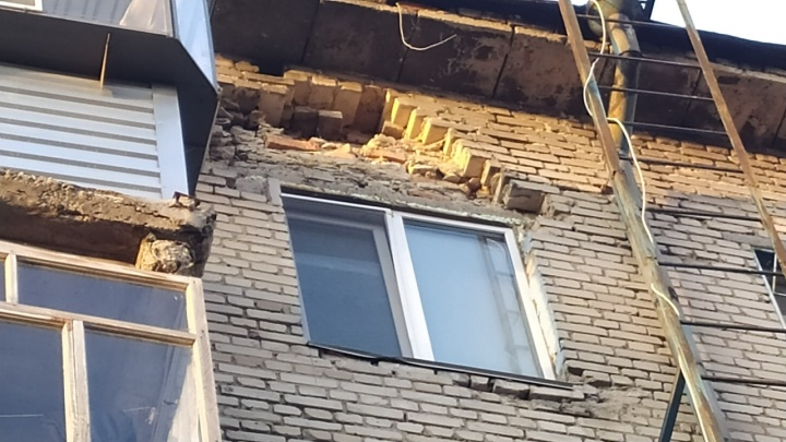 В Кургане частично обвалилась стена дома в центре города