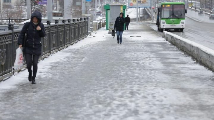 «Не вижу ничего страшного»: мэр Челябинска заявил, что снег убирают в «чуть повышенном режиме»