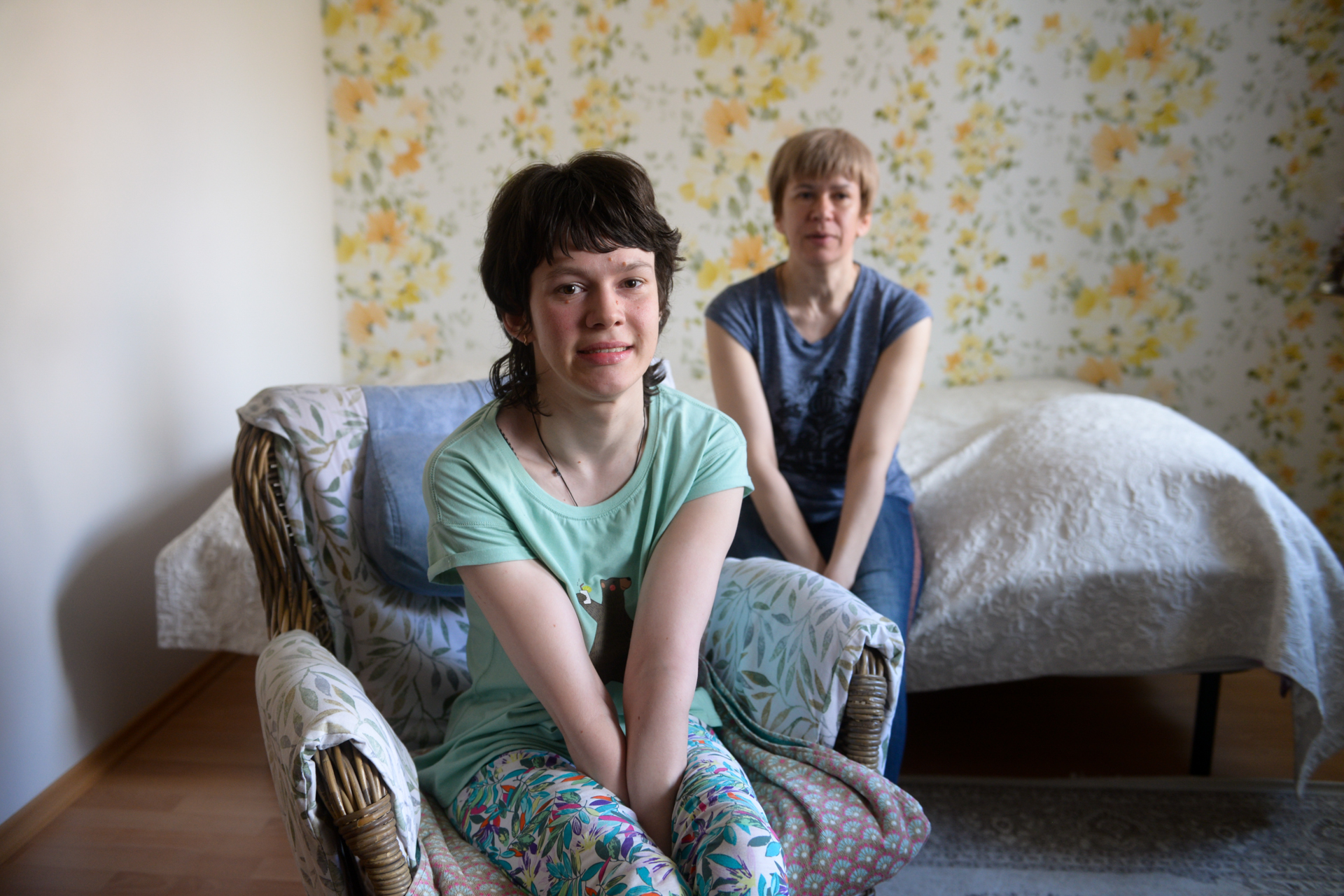 Вера рассказывает, что у нее есть друзья и знакомые, которые не могут покинуть квартиру просто потому, что в их домах нет лифта