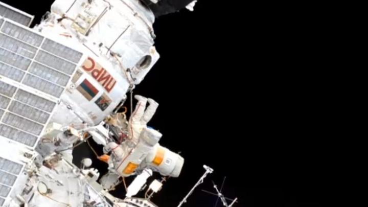 Самарский космонавт вместе с коллегой вышел на космическую «уборку» из МКС