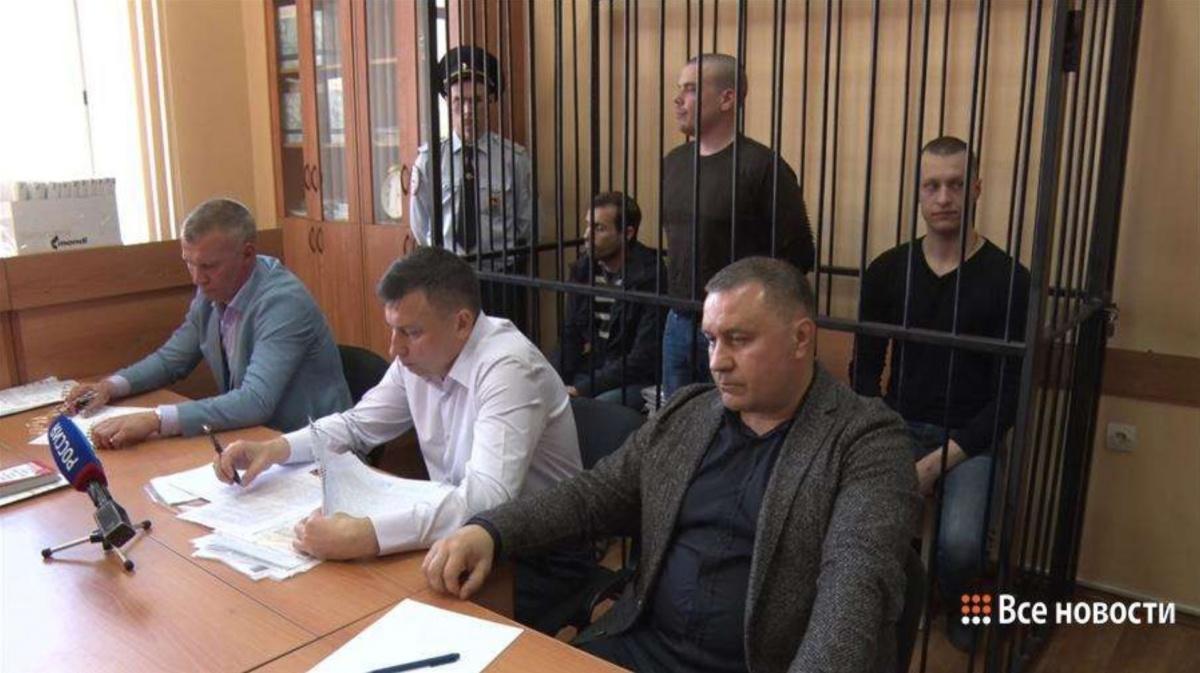 Троих уральских полицейских, обвиняемых в смерти задержанного после допроса, выпустили из СИЗО