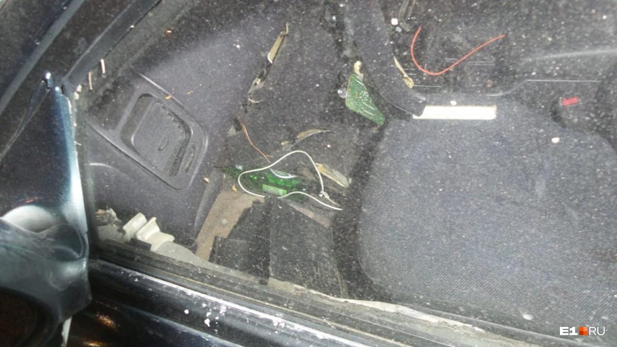 В машине лежат бутылки