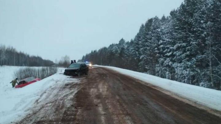 Столкнулись лоб в лоб: в аварии на трассе в Башкирии пострадали три человека