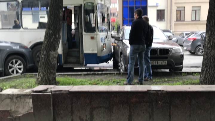 «Премиальное» ДТП: на Розы Люксембург столкнулись BMW, Lexus и троллейбус