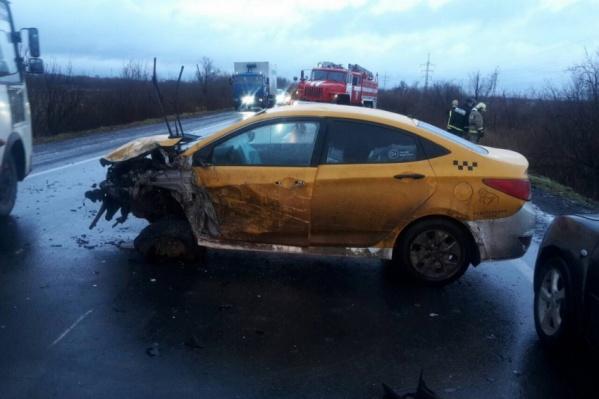 От столкновения сильно пострадал автомобиль «Хёндай Солярис»