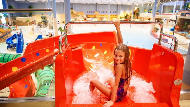 Семейными бывают не только выходные: аквапарк вернул акцию «Взрослый + ребенок»