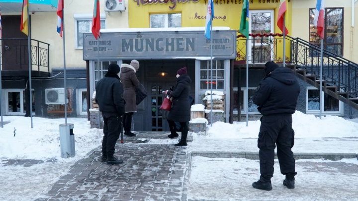 Пришлось прервать обед и отменить корпоративы. В Перми из-за нарушений закрыли ресторан «Мюнхен»