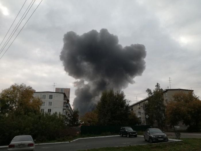 Над микрорайоном поднялся чёрный столб дыма