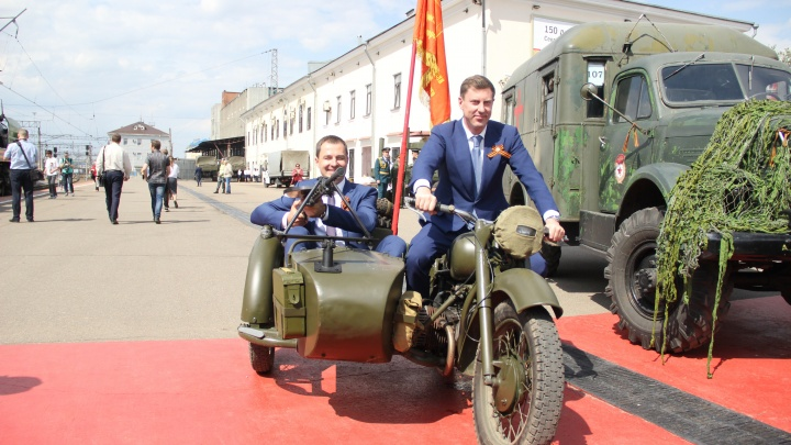 Мэр с пулемётом и поезд с ветеранами: в Ярославль прибыл «Эшелон Победы»