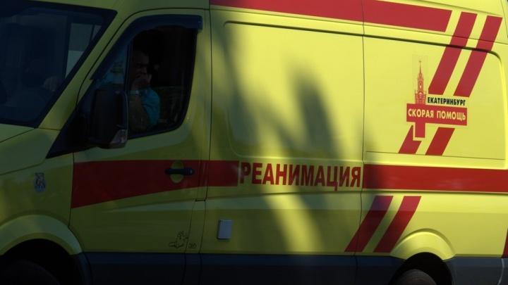 Под Екатеринбургом Opel вылетел с дороги после столкновения с Nissan